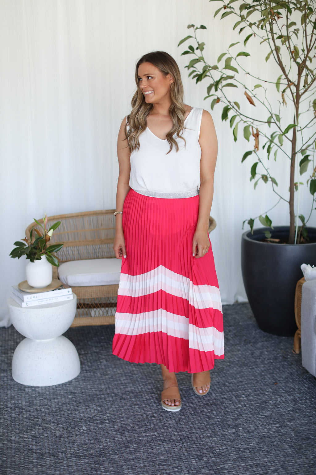 THE HORIZON PLEAT SKIRT- Hot Pink Horizon