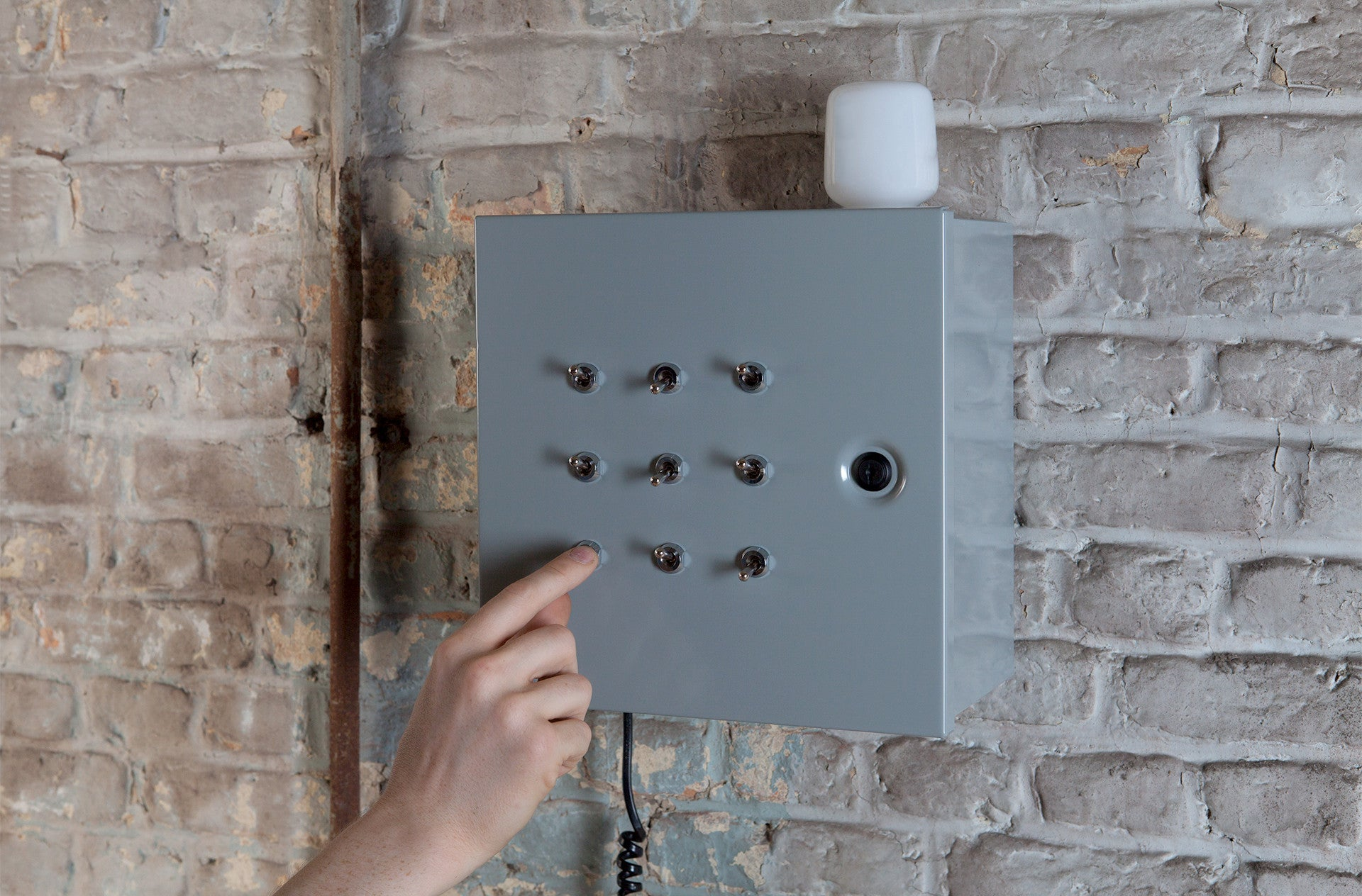 Apparatus with Multiple Switches for Operating a Light Bulb, called Hilbert by Oscar Hugal