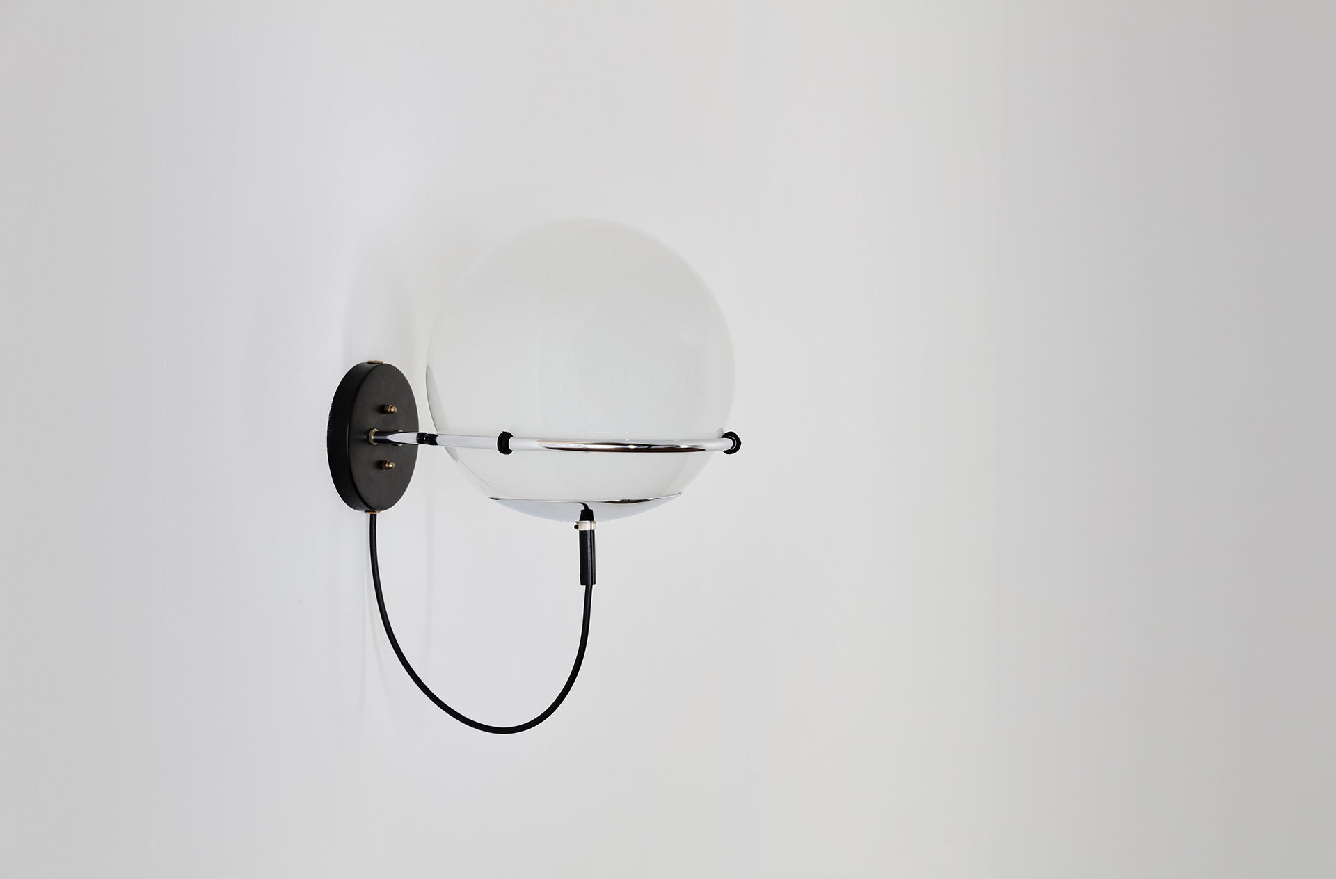 OCHTENDNEVEL /MORNING HAZE wall light by Frank Ligtelijn