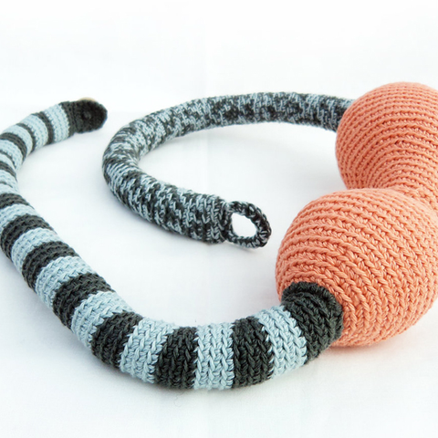 Crochet necklace - The boa friend
