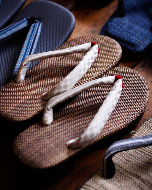 Setta Sandals with Heel, Ishidatami, Pearl & Red