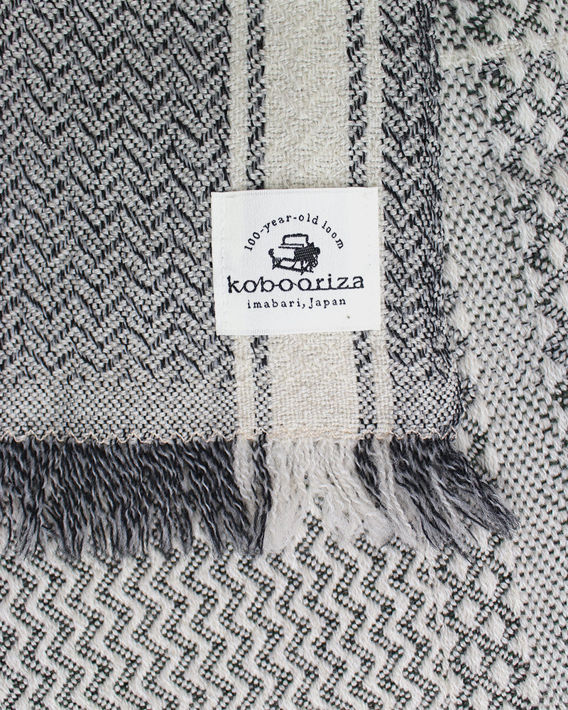 Kobo Oriza Double Weave White and Grey Plaid Scarf