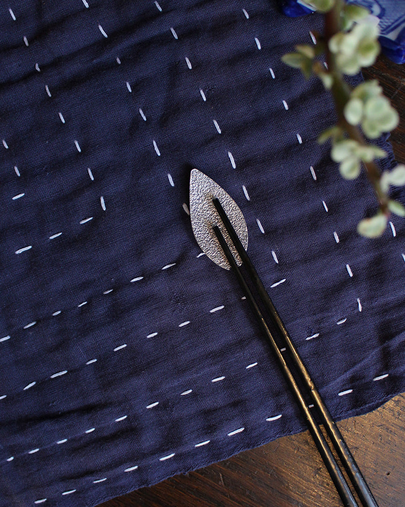 Hakuhodo Chopstick Rest Piece, Single Sakura Petal