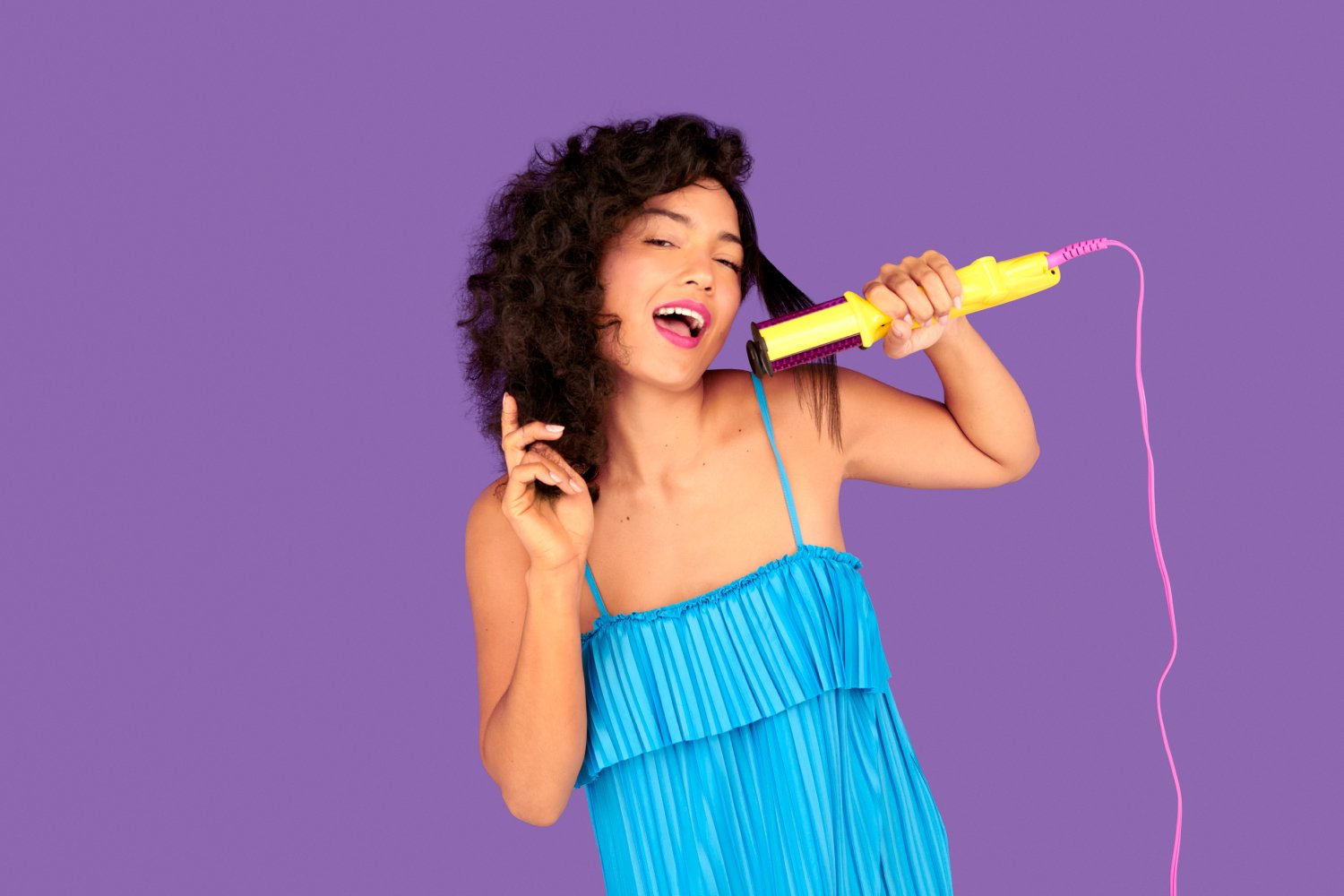 Woman singing into the Styling Iron