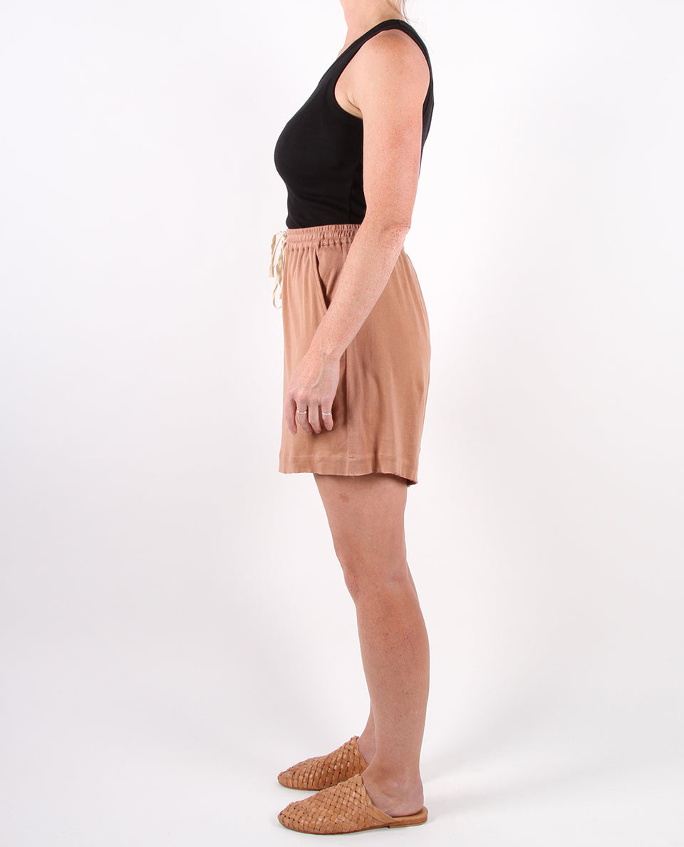 DOUBLE HEM SHORTS - MOCHA