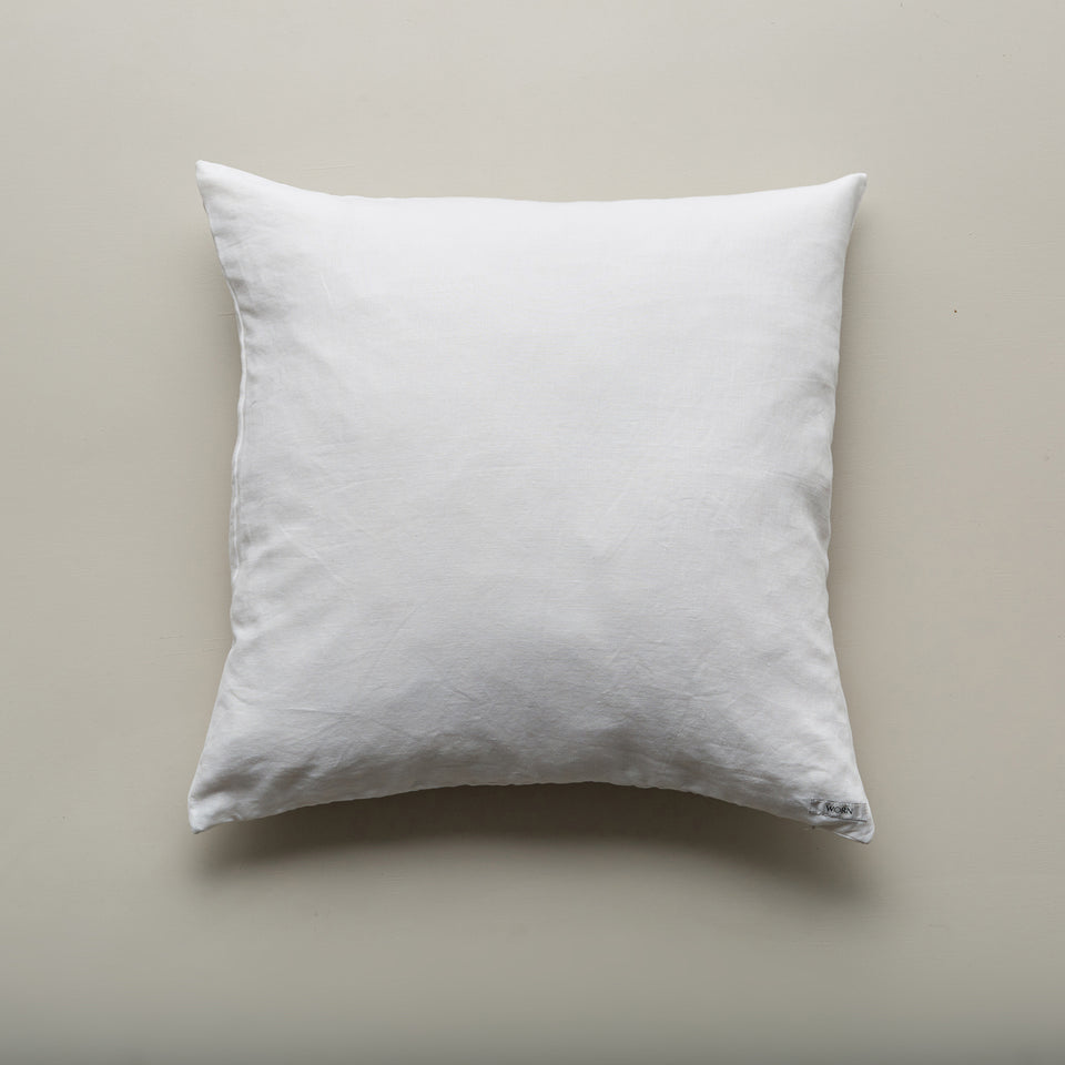 The Linen Pillow in white
