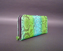 Load image into Gallery viewer, Bee In Style Green Python Leather Zippy Wallet