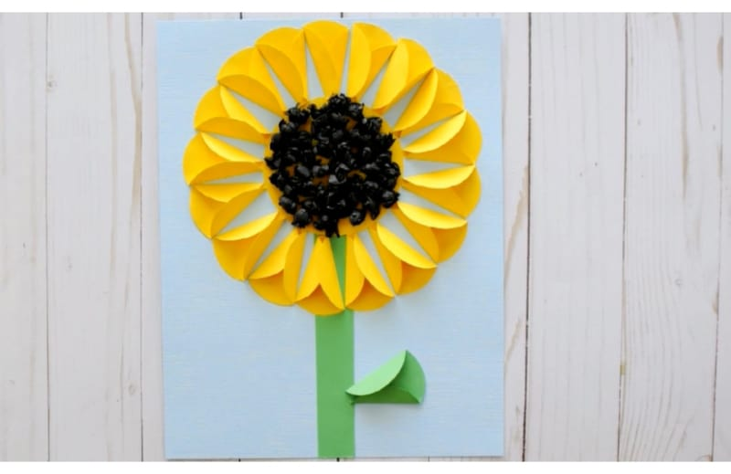 Sunny sunflower for your kids' Cinco de Mayo flower decors and cards