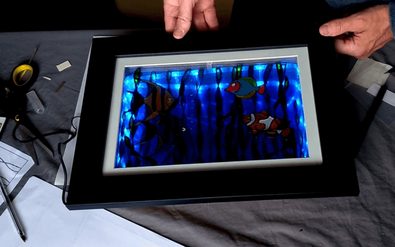 Lighted 3D painting of fishes and seaweeds - Image by Glass Painting