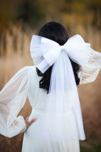 Load image into Gallery viewer, Lucille Tulle Bow Veil