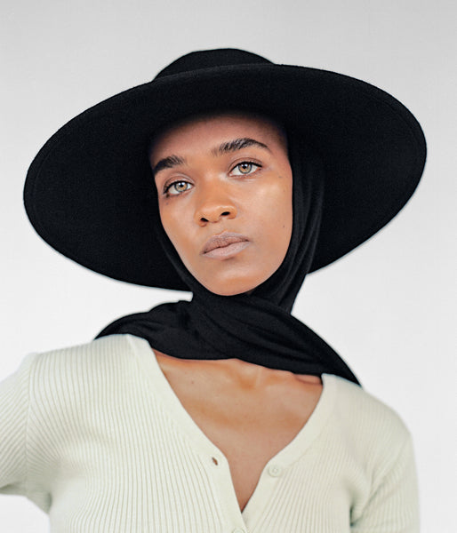 Pearl Hat in Black Wool w. Neck Scarf - CLYDE