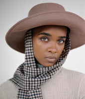 Gambler Hat in Taupe Wool w. Tweed Neck Scarf - CLYDE