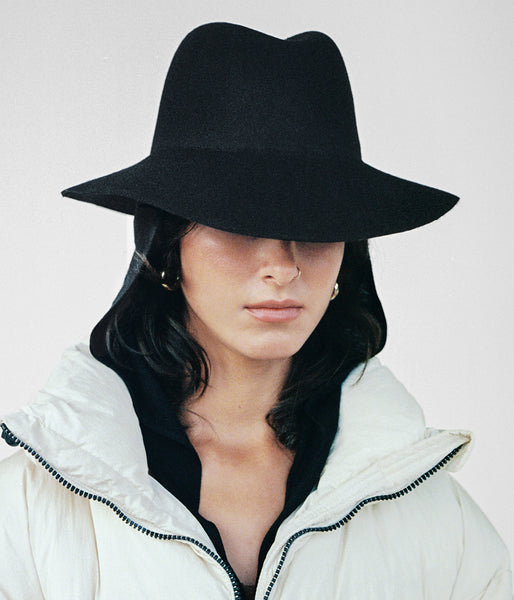 Aura Hat in Black Wool w. Neckshade - CLYDE