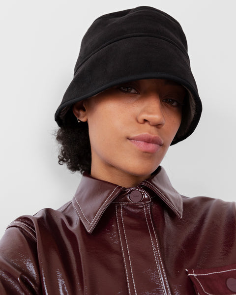 Reversible Shearling Bucket Hat in Black / Grey - CLYDE