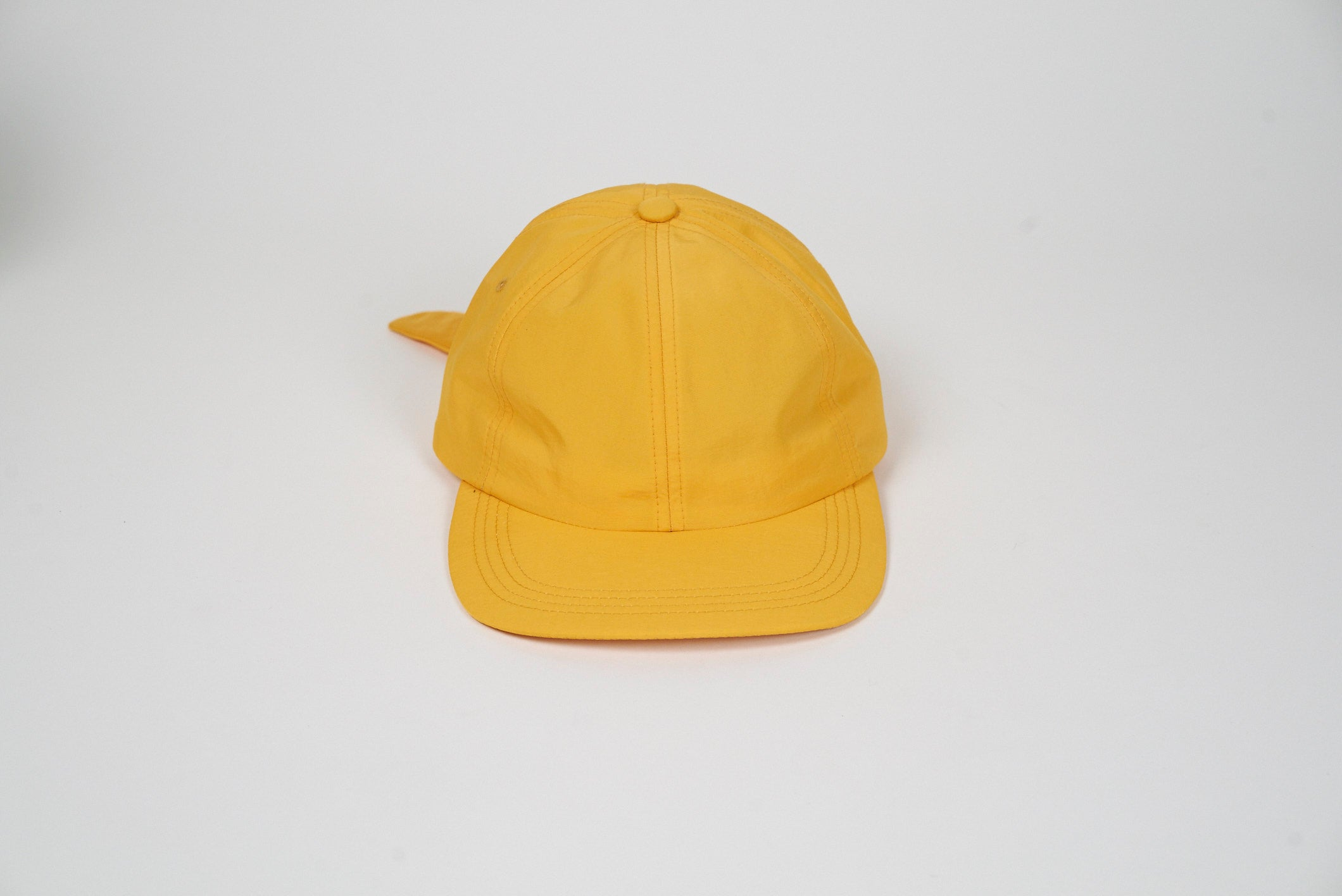 How to tie a cap with an elastic band