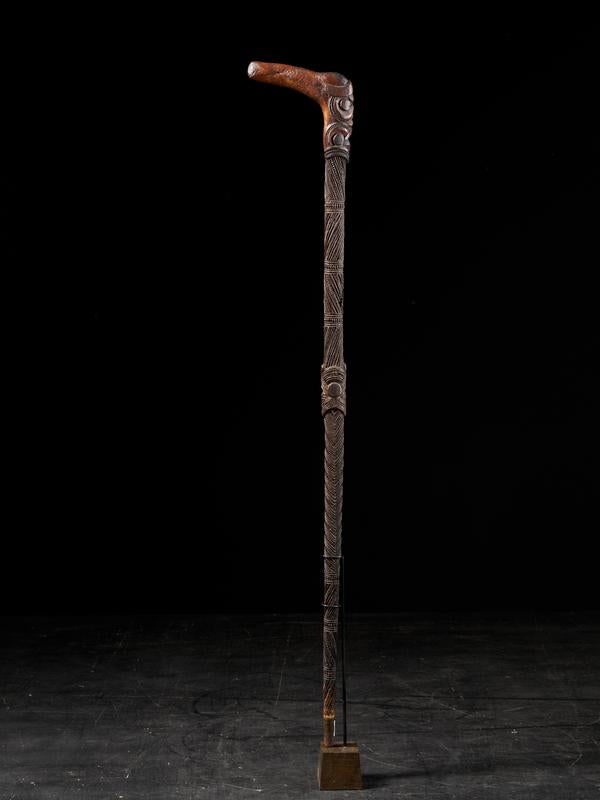 Very elegant Tokotoko, carved Maori Walking or Orators stick.