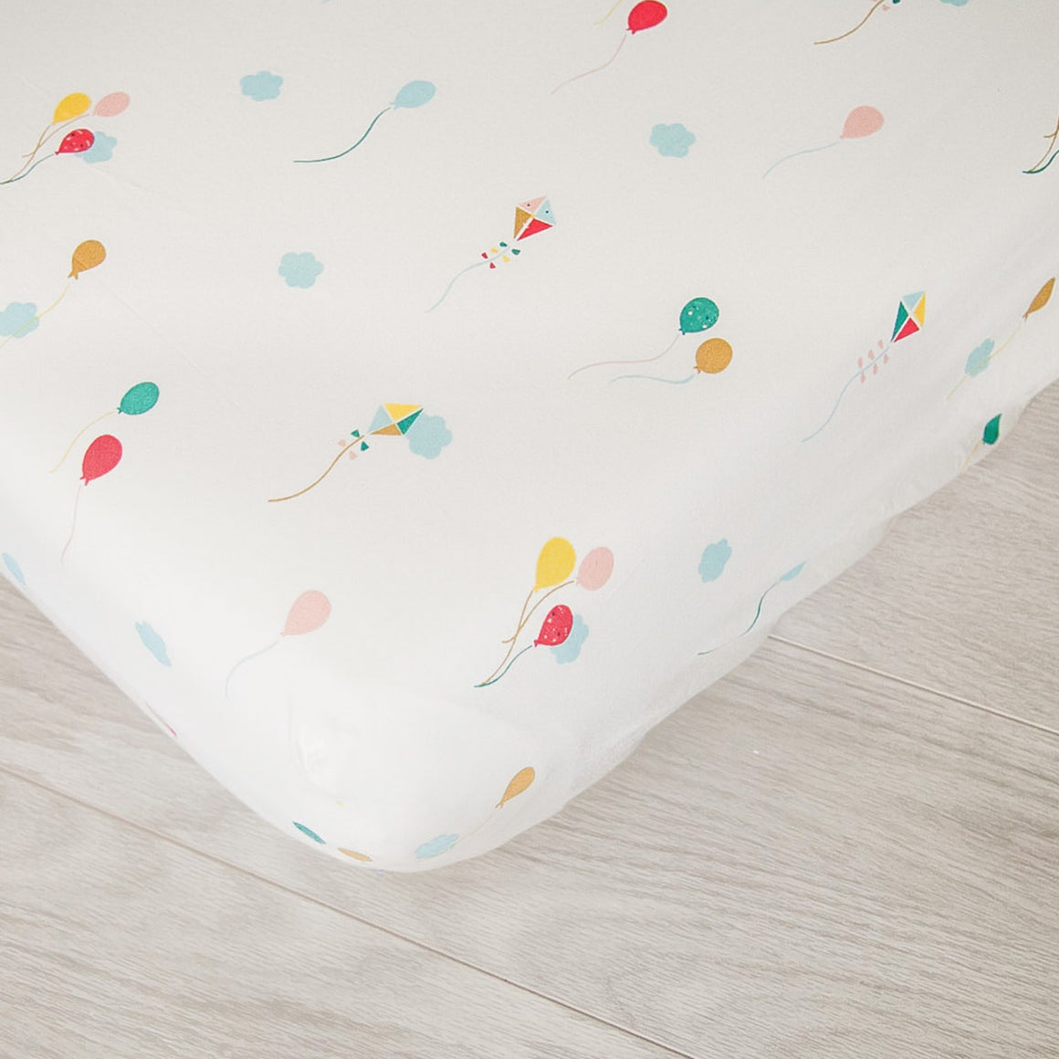Organic Fitted Crib Sheet - Balloons and Kites