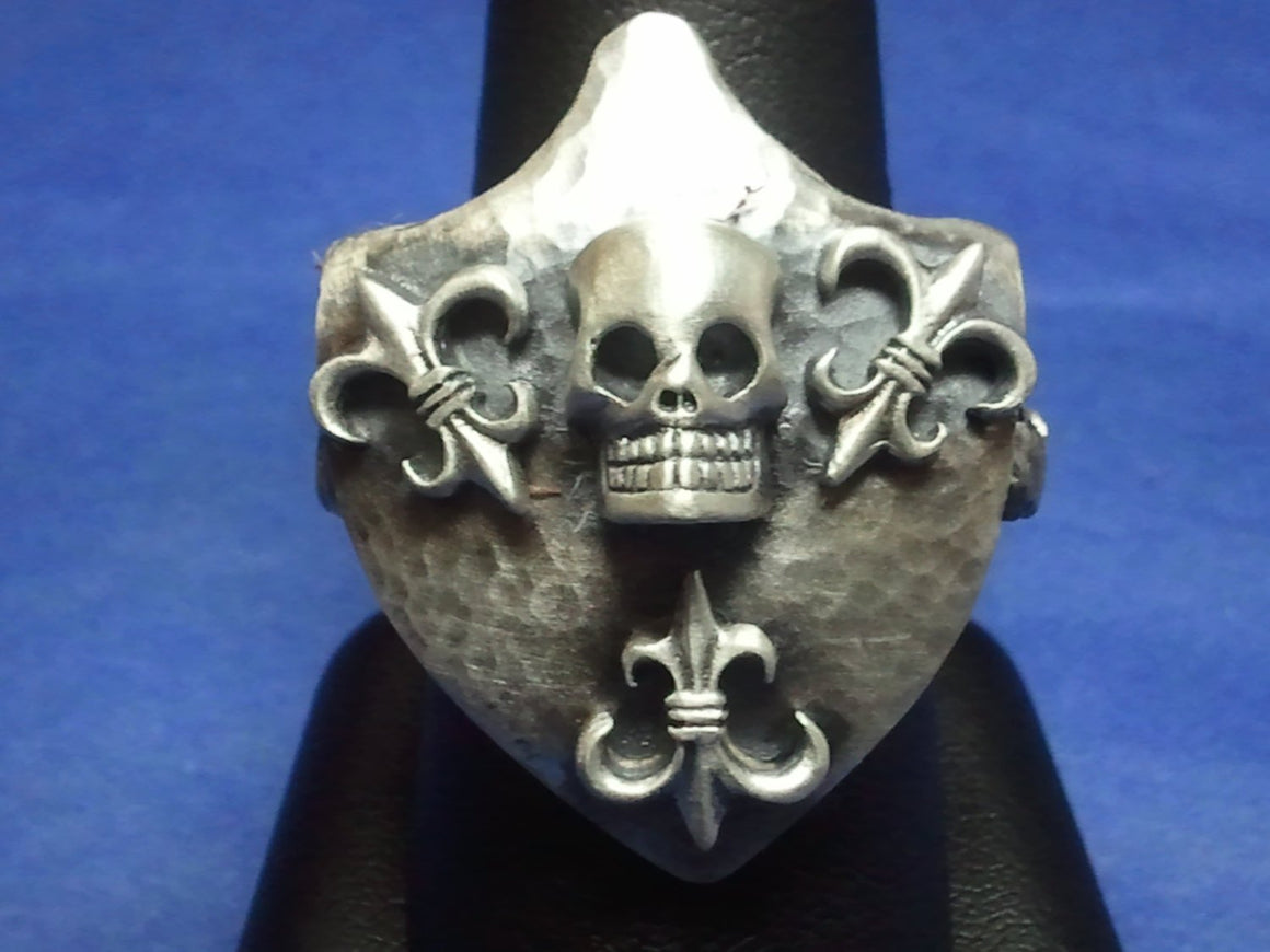 Hammered Crest Shield Skull & Fleur de Lis .925 Sterling Silver Ring.-UDINC0025
