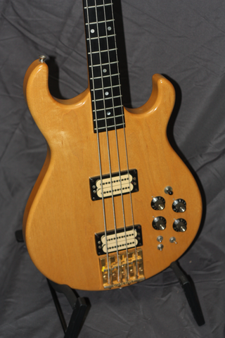 Carvin LB5O Double Cutaway Bass w/ Case