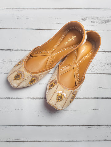Cliona Embroidered Juttis by Vareli Bafna now available at Trendroots