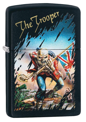 Vooraanzicht 3/4 hoek Zippo-aansteker zwart Iron Maiden Single Cover The Trooper