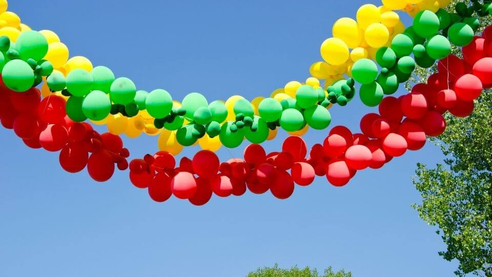 The Complete Guide on How to Make a DIY Balloon Garland
