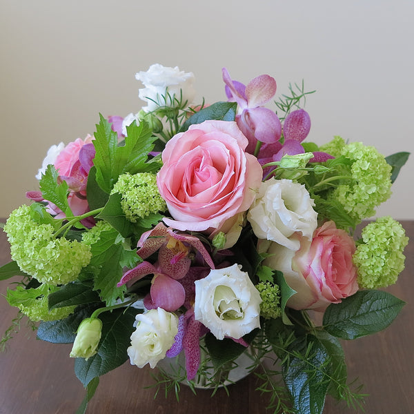 Flowers used: pink roses, mauve orchids, white lisianthus and green viburnum