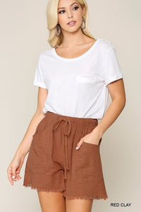 RED CLAY FRAYED HEM SHORTS WITH DRAWSTRING WAIST