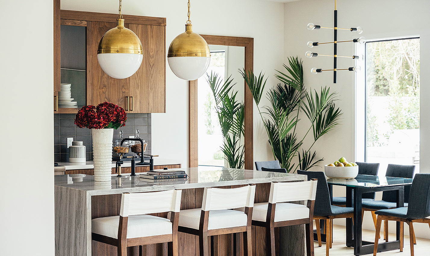 A neutral kitchen/Photography: Courtesy of Meridith Baer Home/Go for neutral, chic, and understated when trying to sell your home.