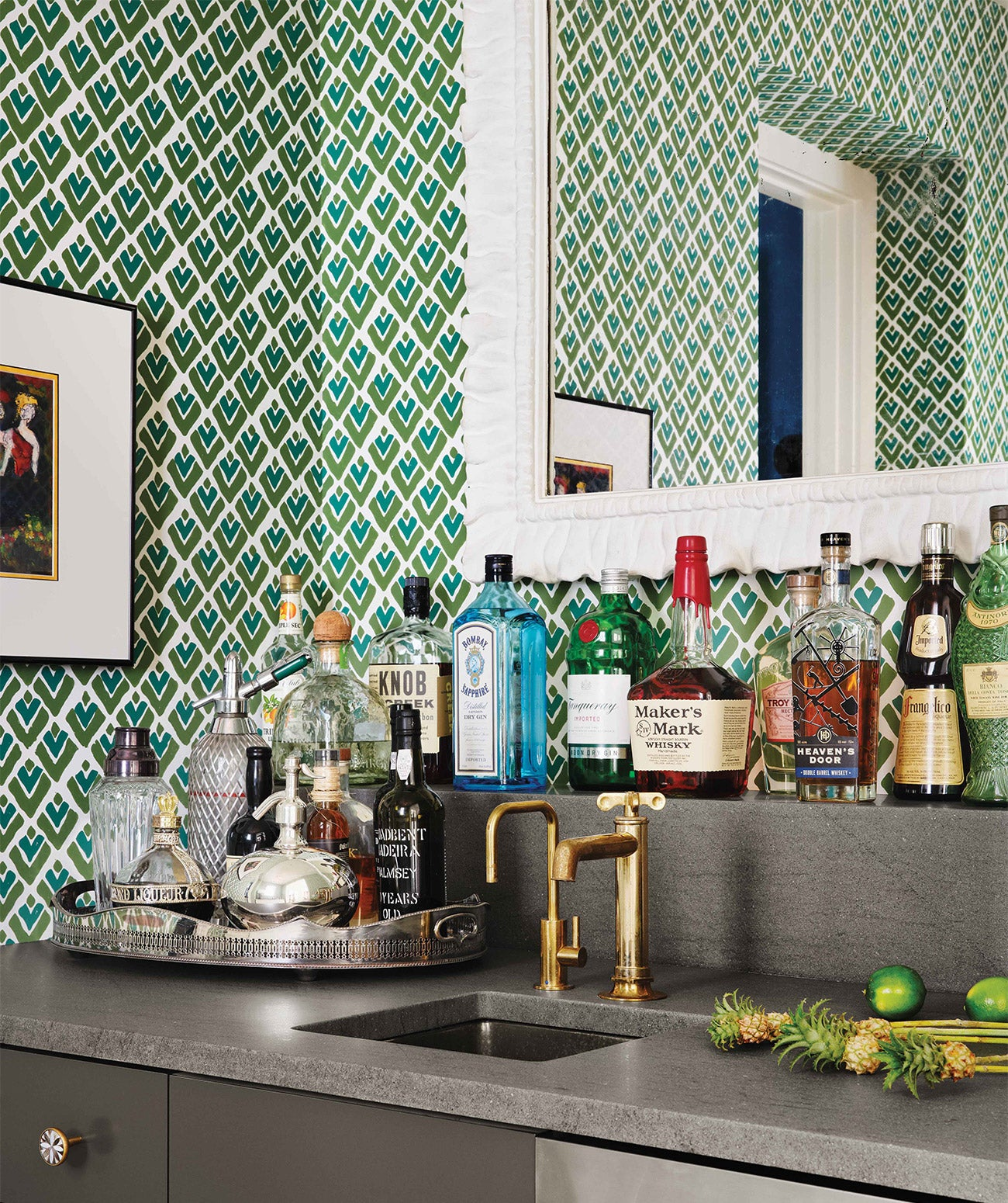 A bar with blue, green and white wallpaper/Photography: Casey Dunn/An Austin, Texas lakehouse designed by Fern Santini, features an enviable bar with sweet blue and green wallpaper by Sarah + Ruby.