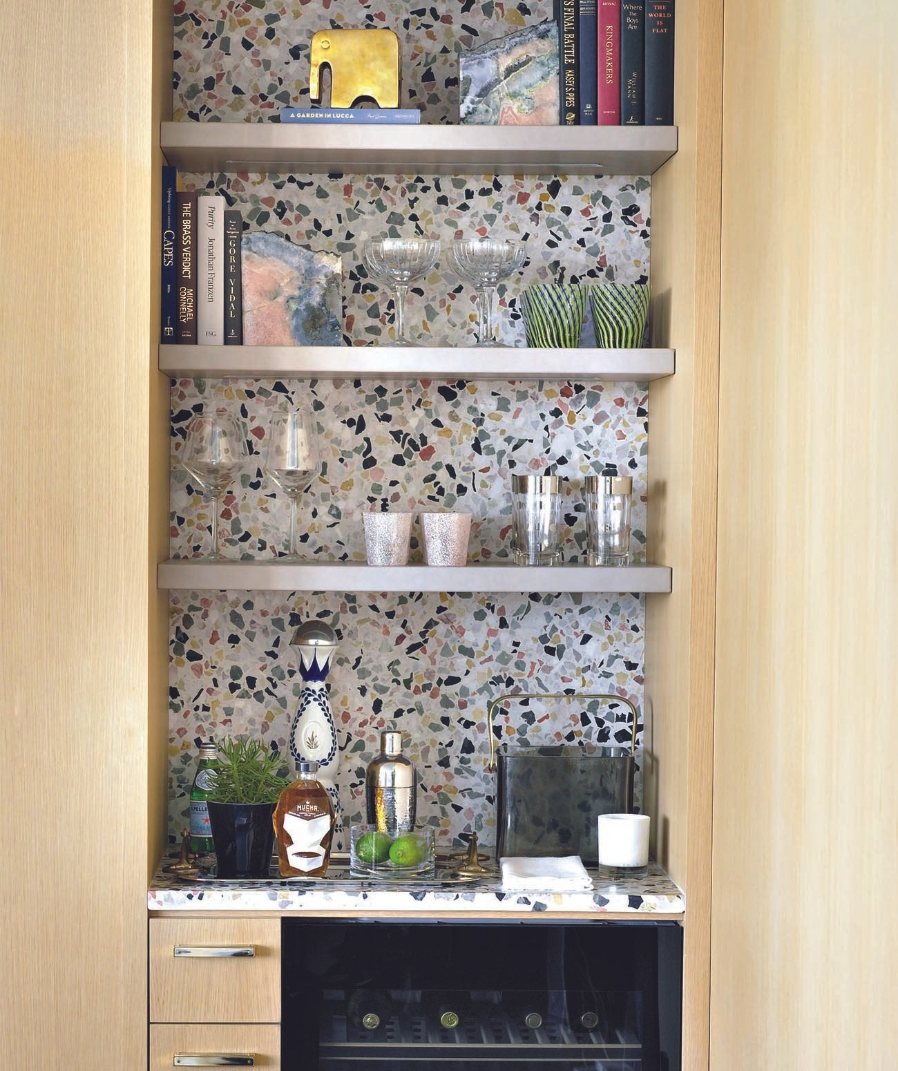 A small bar with terrazzo detail/Photography: Troy Campbell/Designed by Mike Stake Studio, this South Beach condo's living area bar is designed with a custom mix of Concrete Collaborative's alabaster Venice terrazzo and integrated lighting.