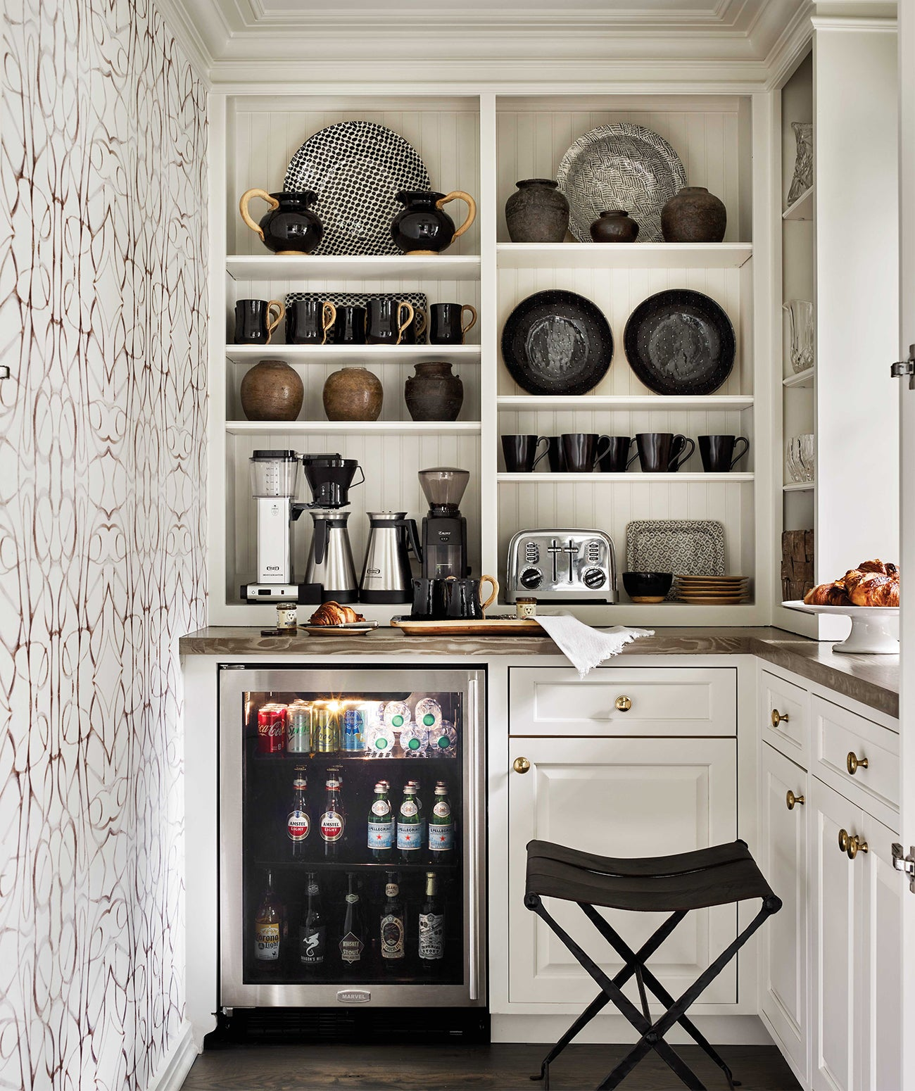 A pantry and bar area with white and black wallpaper/Photography: Emily Followill/This chic pantry-meets-bar area features abstract-patterned wallpaper by Lindsay Cowles and was designed by Andrea Henzlik Design.