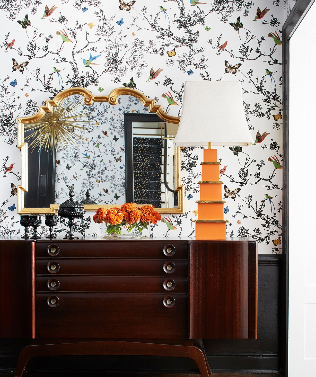 A floral-wallpapered nook featuring a credenza and table lamp/Photography: Amy Kartheiser Design/Playful yet chic wallpaper unites this design moment in one of Amy Kartheiser's recent projects.