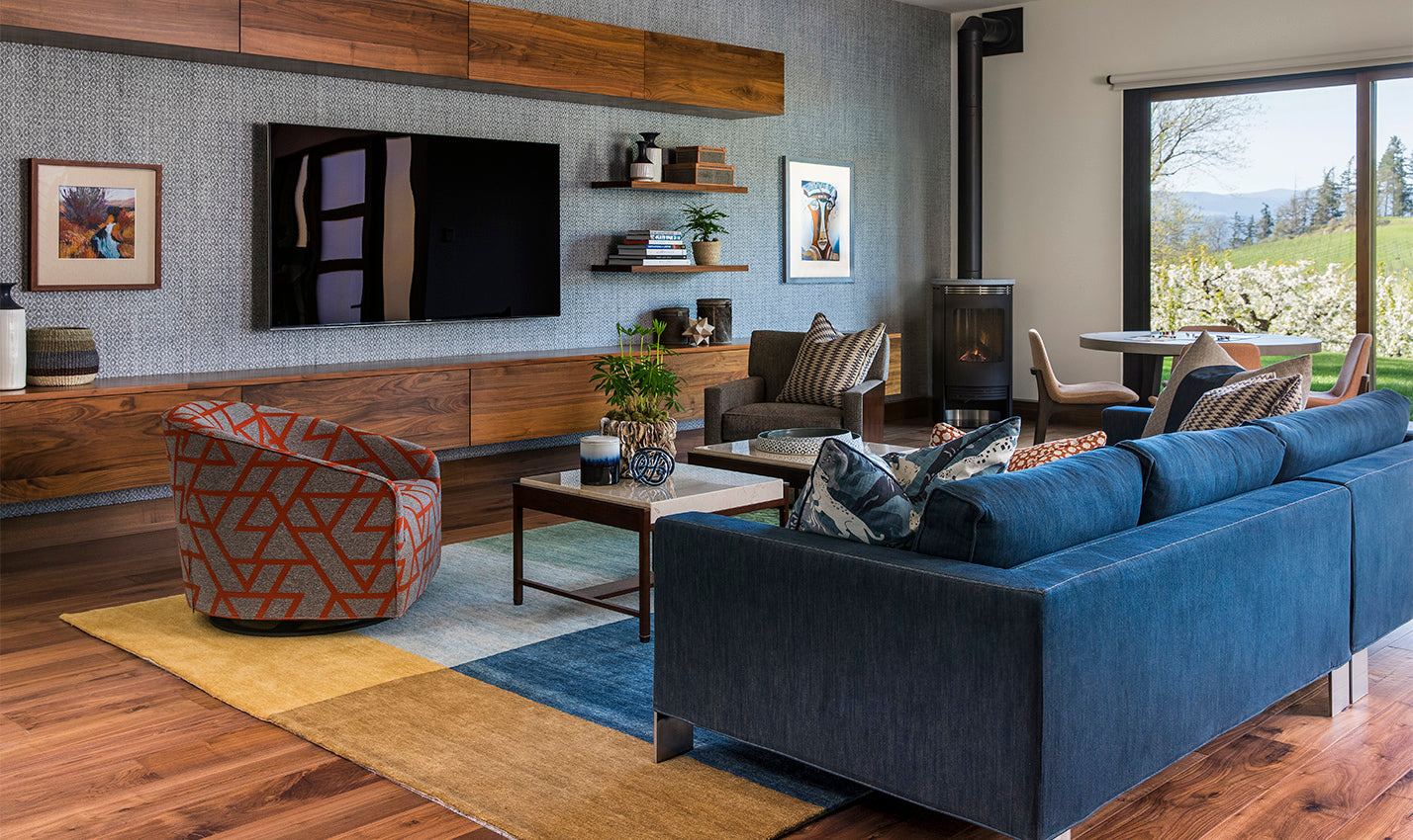 """A blue and gray sitting room/Photography: David Papazian/A cozy living space designed with some of designer Angela Todd's signature """"home base"""" colors."""