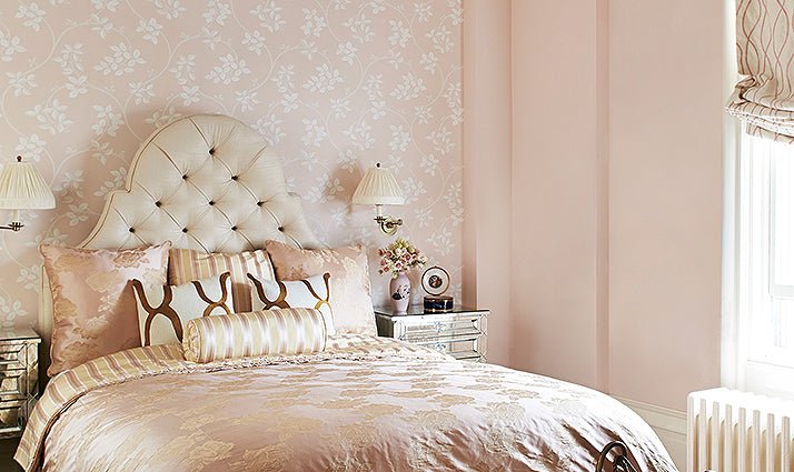 Accent wall bedroom design/Photographer: Hector Sanchez/Interior design by Barry Goralnick.
