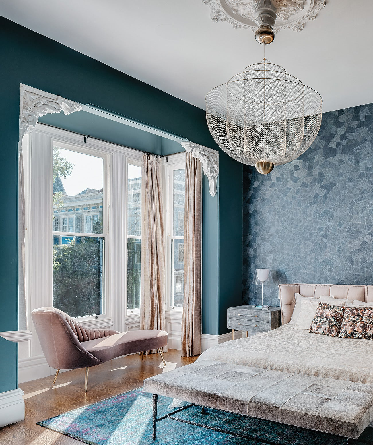 An accent wall with geometric wallpaper/Photographer: Christopher Stark/A bedroom accent wall features wallpaper, designed by the Loczi Design Group.