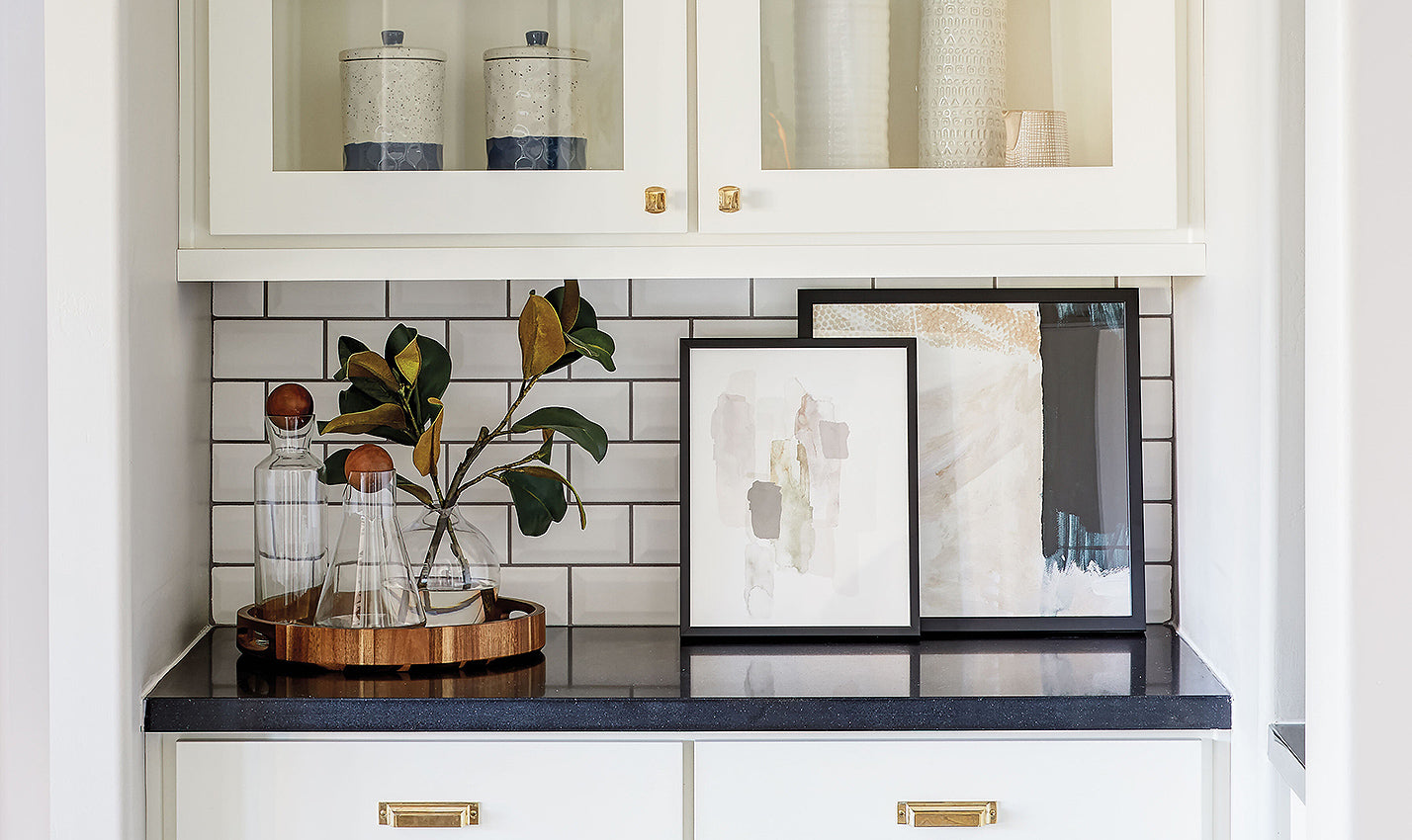 A kitchen nook/Photographer: John Woodcock/A bright kitchen nook in a Scottsdale home designed by Britany Simon of Britany Simon Design House masterfully balances different shades of white.