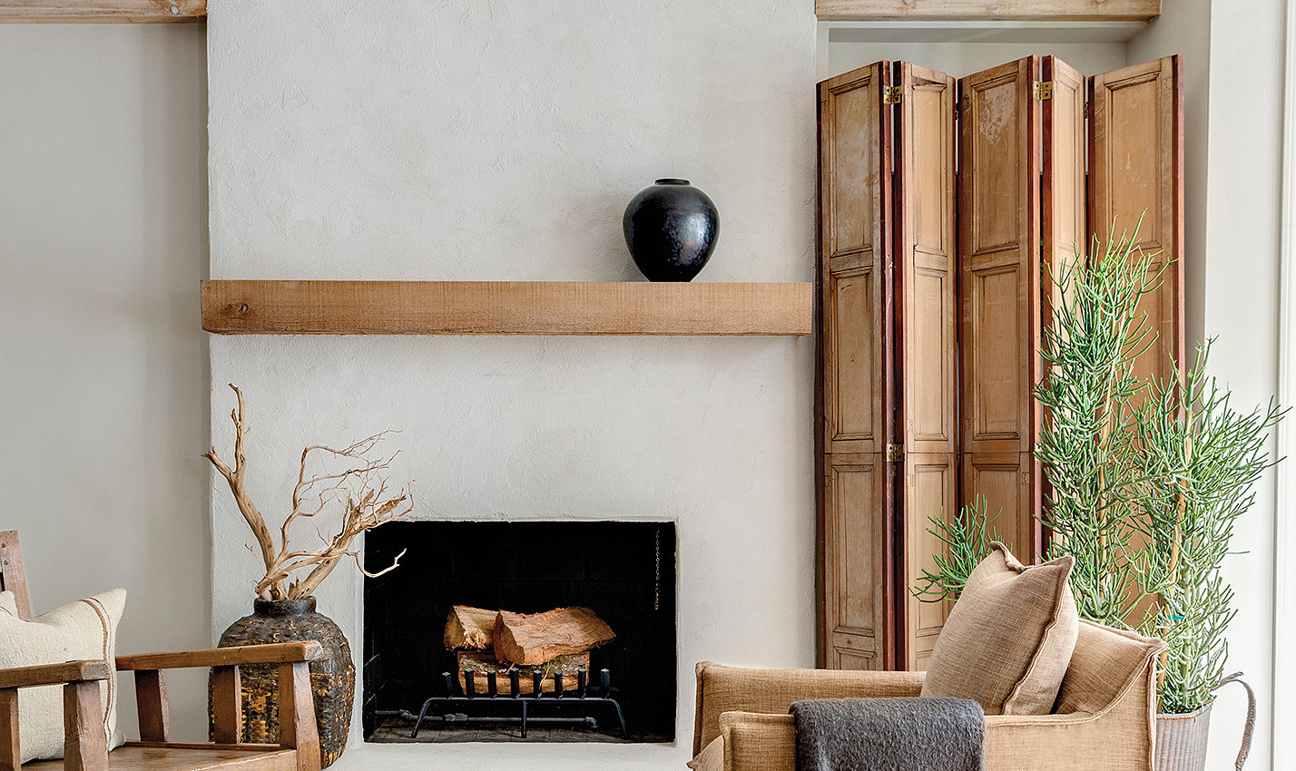 A white plastered fireplace/Photographer: Rett Peek/A plastered fireplace wall makes the case for neutrals in this Memphis home, designed by Sean Anderson of Sean Anderson Design.