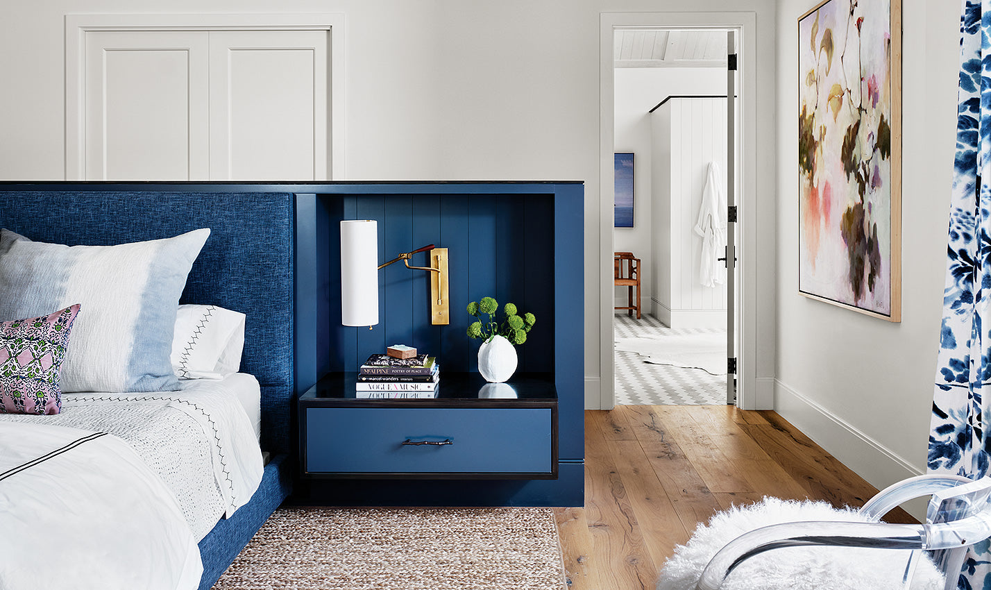 A blue bedroom/Photography: Casey Dunn/A Fern Santini-designed room features a dark blue hue that a recent survey cites as a homebuyer favorite.