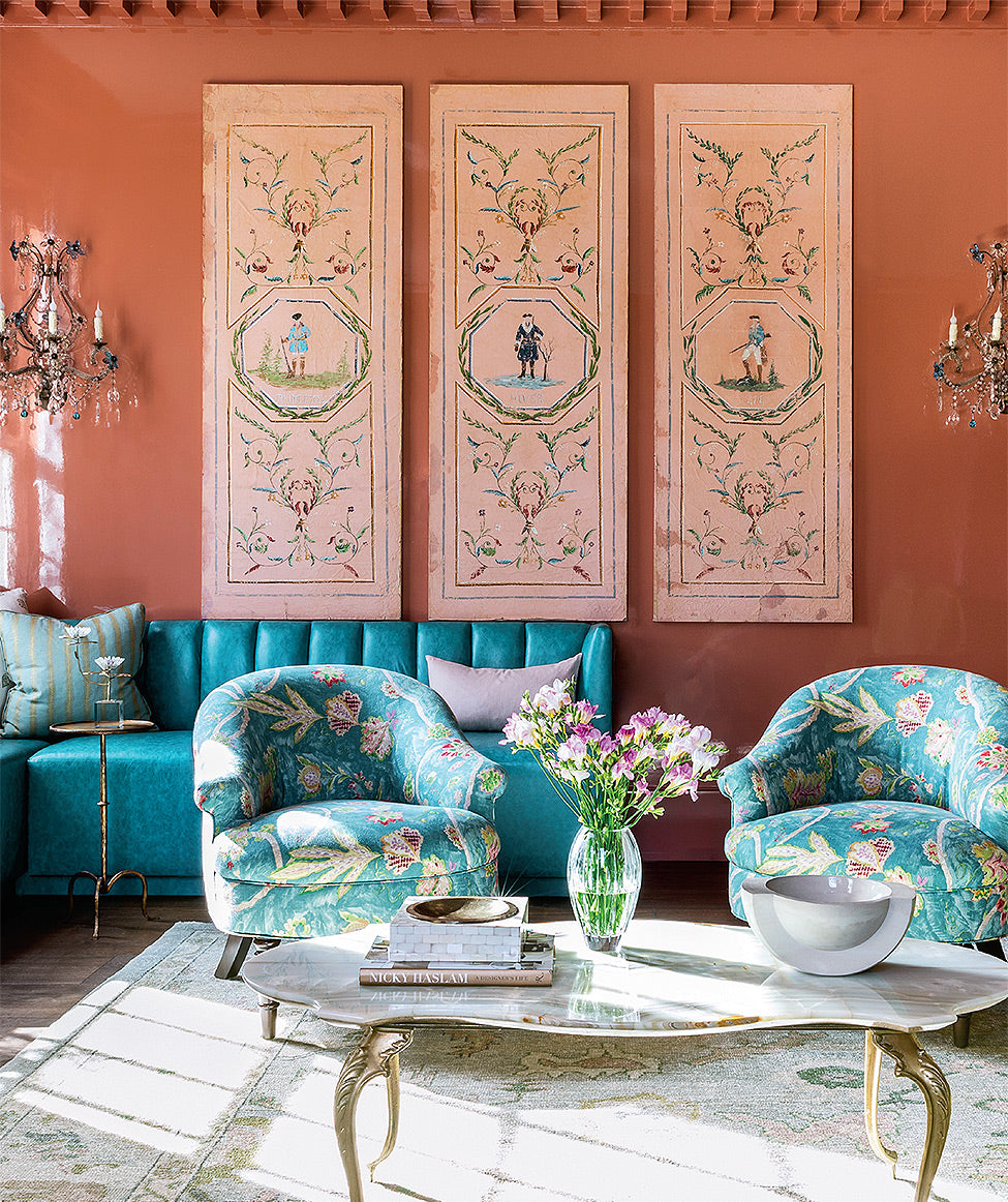 A salmon-hued sitting room/Photography: Julie Soefer/A salmon-hued sitting room designed by Jennifer Martinez for a Houston family inspires with its bold color choices.