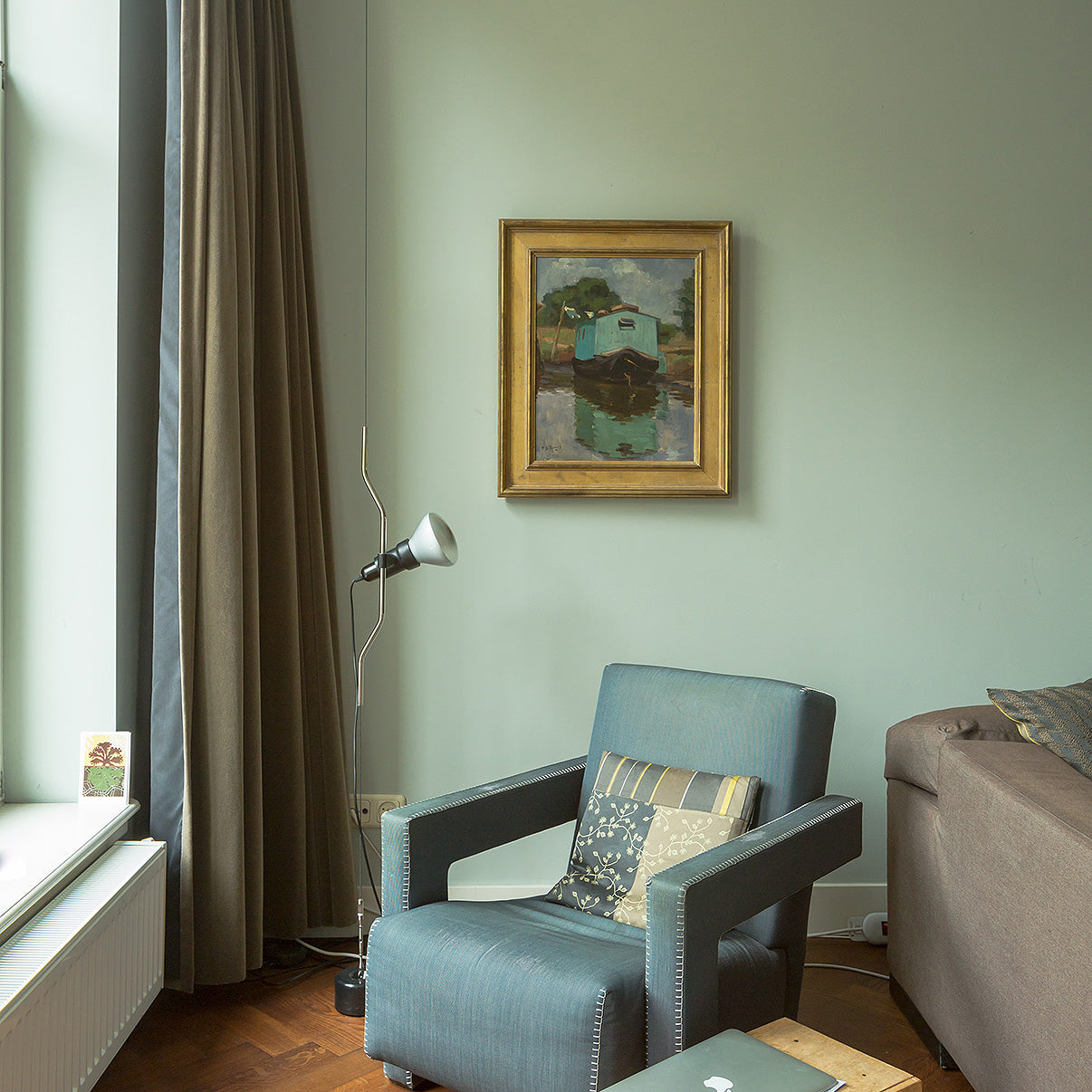 Mint green colored living space/Photography: Jeroen Van Pelt/Living rooms in colors like light green yielded higher offer prices in Zillow's study.