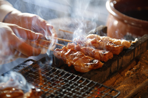Enjoy the taste of the artisanship at home! The tasty juicy chicken with a charcoal grill enticing smell.