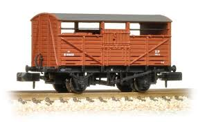 Graham Farish 373-260C N Gauge 8 Ton Cattle Wagon BR Bauxite (Early)