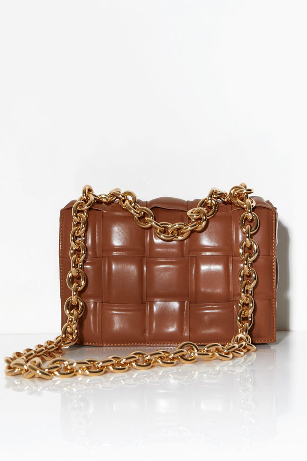 Quilted shoulder bag with chunky chain brown