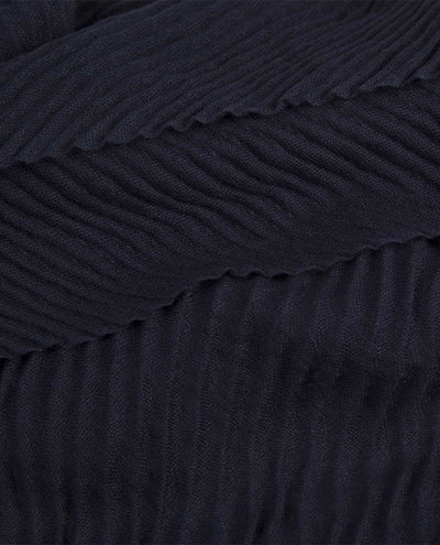 NAVY PLEAT SCARF
