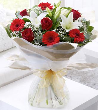 Red & White Hand Tied Bouquet flowers CityFlowersIndia