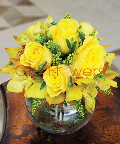 SUNSHINE VASE ARRANGEMENT flowers CityFlowersIndia