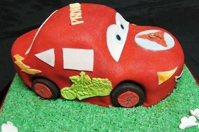 Car Shape Cake flowers CityFlowersIndia