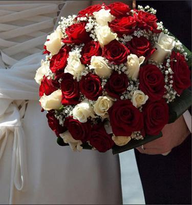 Pretty White & Red Bouquet flowers CityFlowersIndia