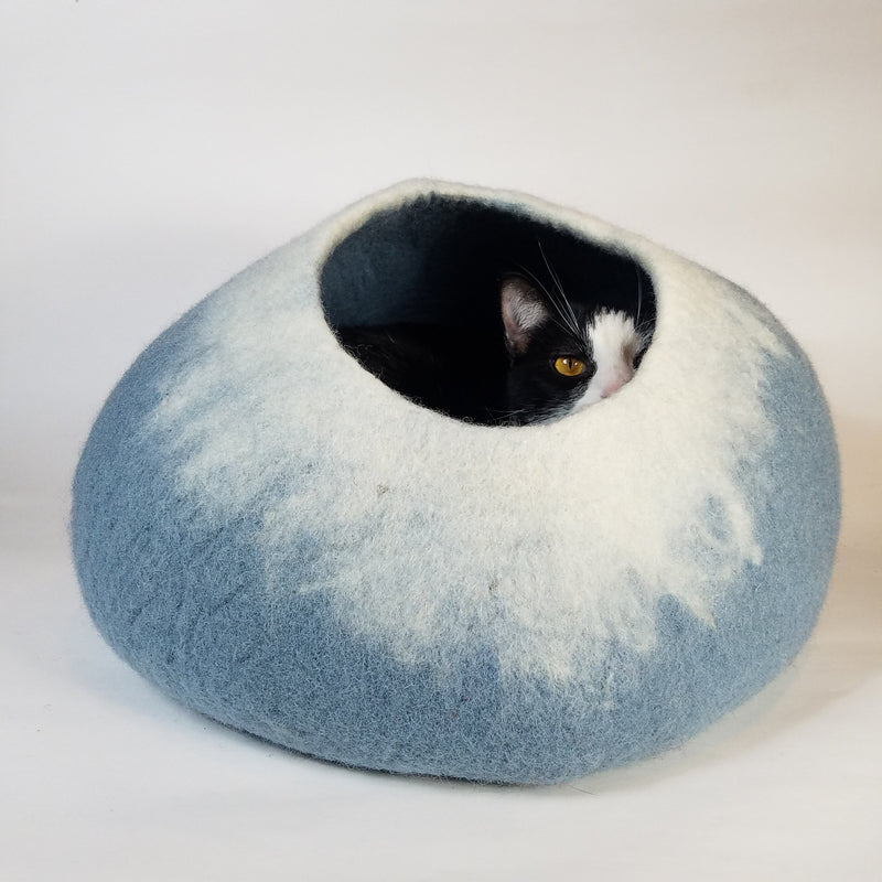 Walking Palm Cat Cave Pet Bed